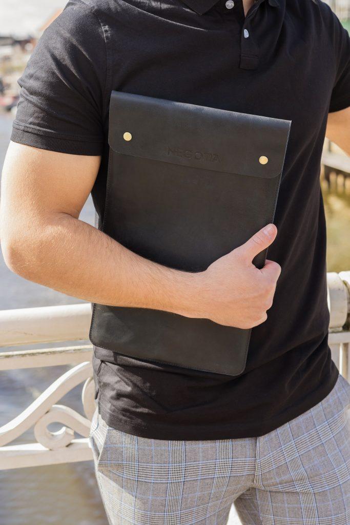 Zwart Laptopsleeve - Product Fotoshoot - Negotia Leather